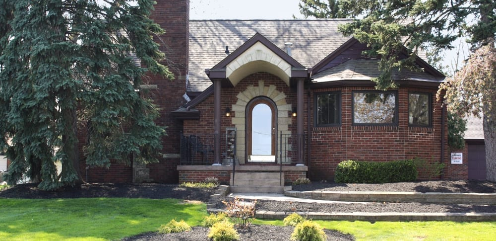 Exterior photo of Dr. Warren's office building
